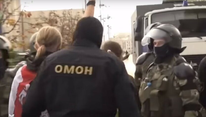 В Минске задержали известных местных журналистов: видео