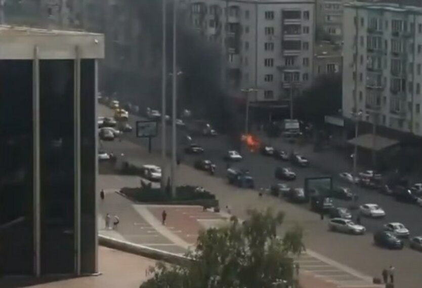 Пожар на Большой Васильковской,В центре Киева сгорел автомобиль,ЧП в Киеве