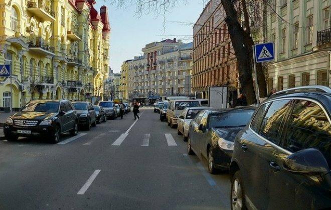 парковка в Киеве машины Киев дорога дома улица