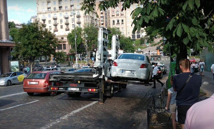 В Киеве прекратили эвакуировать авто: в чем причина