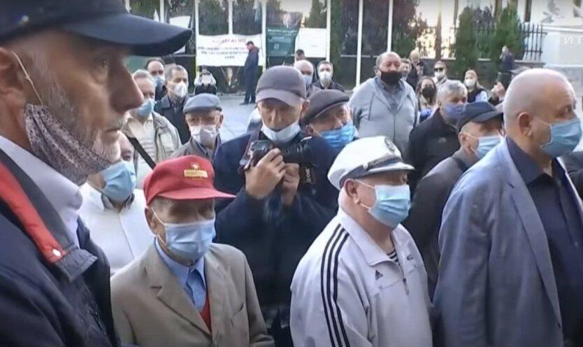 Военные пенсионеры пикетировали Офис президента