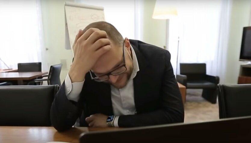 Украинским чиновникам снимут ограничения на размер зарплат