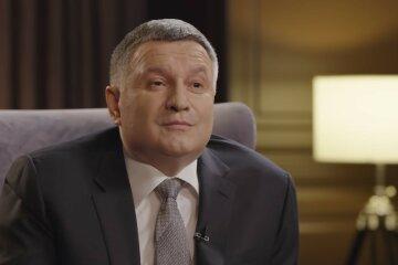 Арсен Аваков, Русский язык в Украине, Телеканал на русском языке в Украине