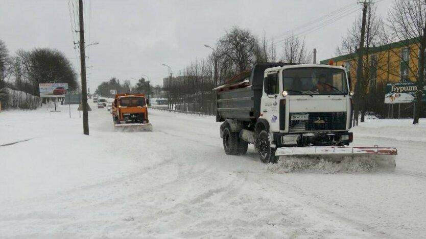 Погода в Украине, ограничение движения транспорта, грузовики