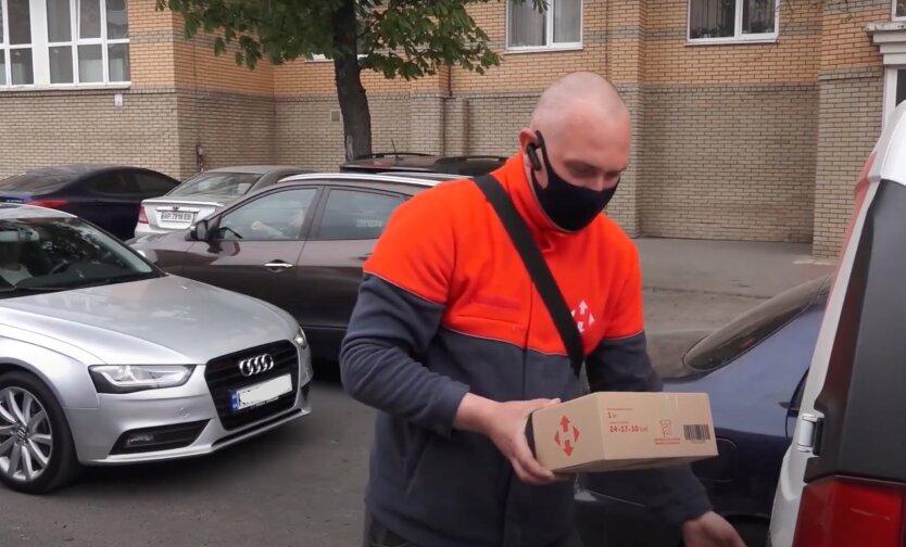 Новая почта объяснила украинцам, что входит в курьерскую доставку посылок