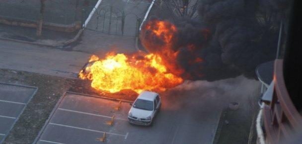 Возле дома Луценко в Киеве взорвался автомобиль Lexus