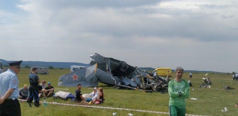 В России разбился самолет с людьми, много жертв: видео