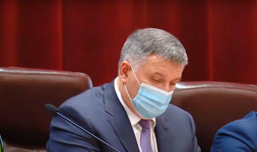 Аваков поставил полицейских на жесткий контроль