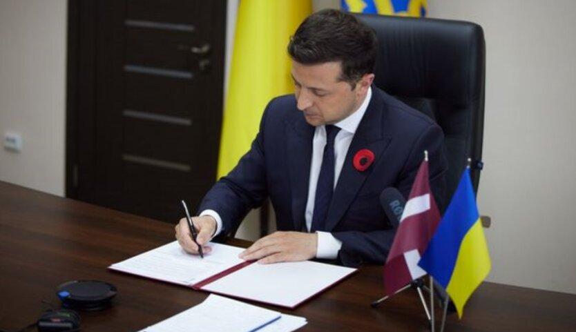 Владимир Зеленский, Украина, Латвия