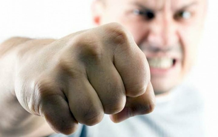 кулак избиение драка