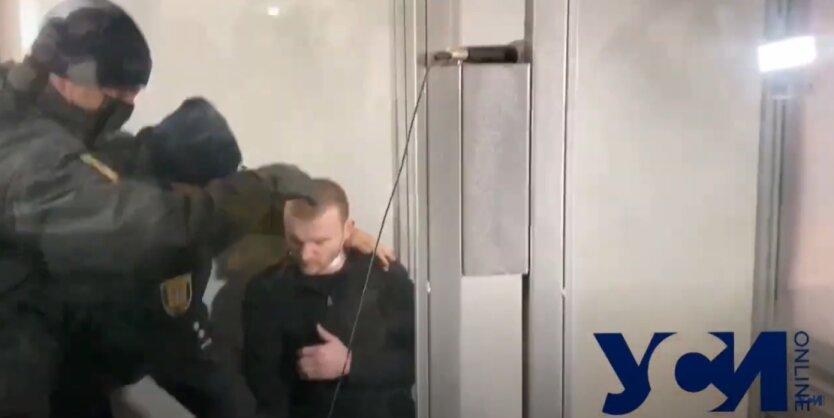 Убийца Даши Лукьяненко порезал себе горло в суде