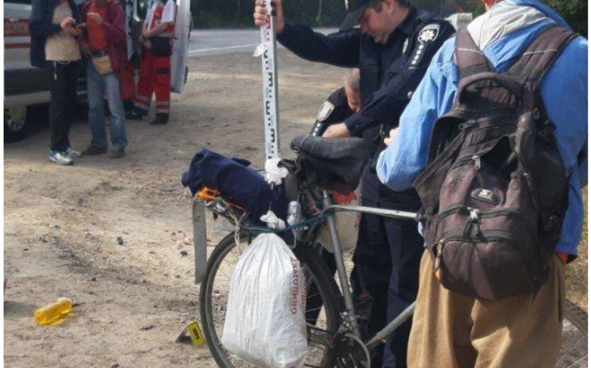 В Киеве грузовик наехал на велосипедиста