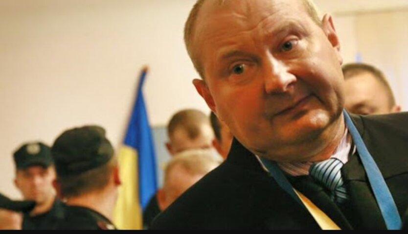 Николай Чаус, в мантии судьи