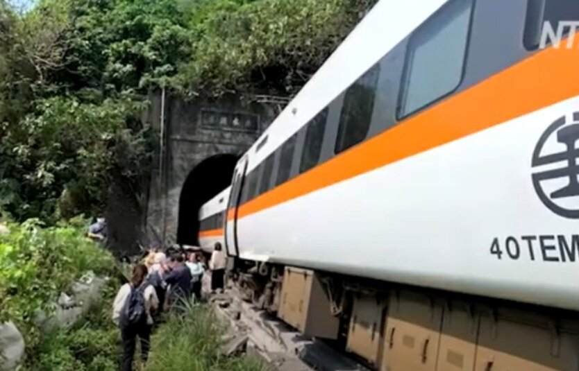 Железнодорожная авария на Тайване
