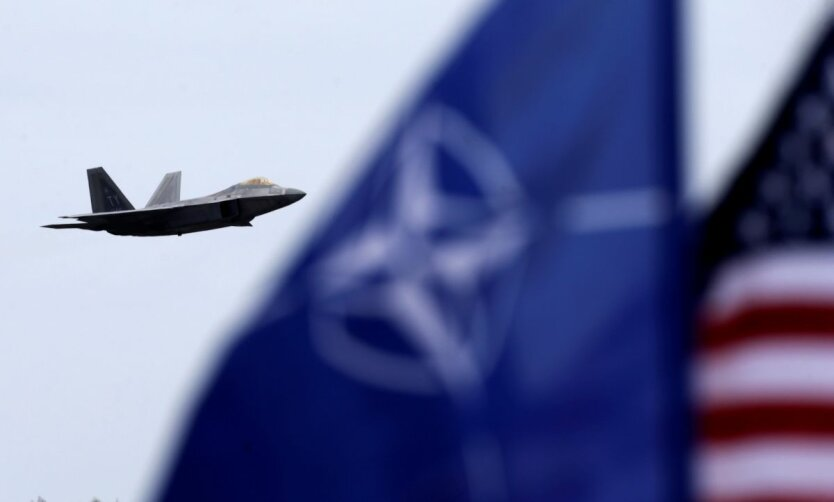 США, НАТО, самолет