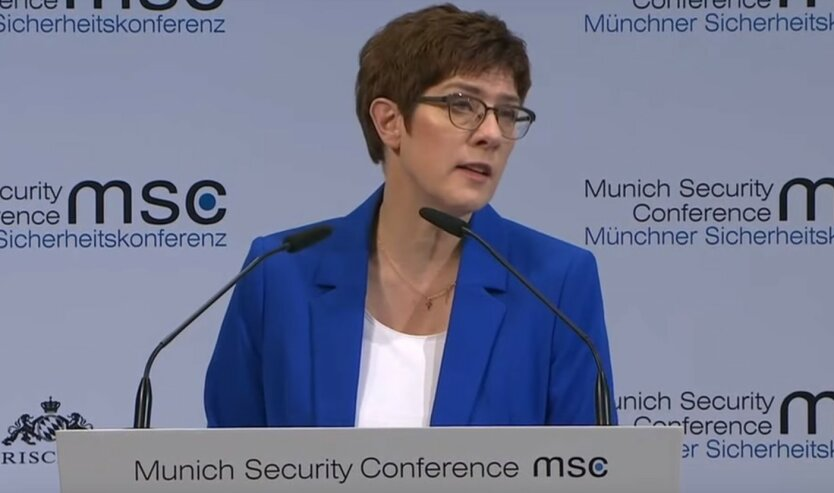Аннегрет Крамп-Карренбауэр министр обороны Германии