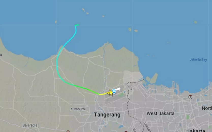 Потеряна связь с Boeing 737-500, который вылетел из Джакарты
