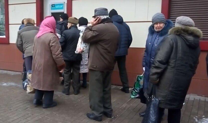 Повышение пенсий и доплаты: когда и сколько получат украинцы