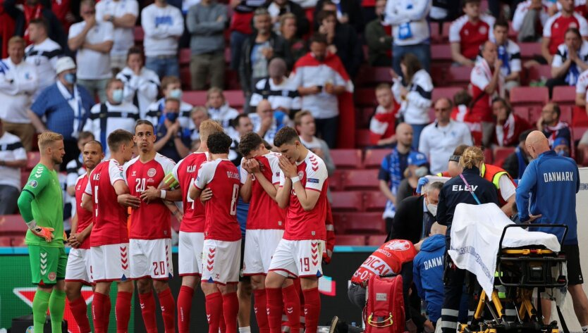 Лидер сборной Дании потерял сознание, матч Евро-2020 остановлен: видео