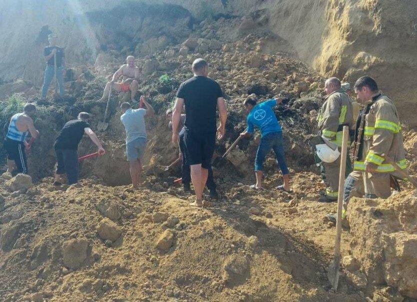 В Одесской области на пляж сошел оползень: спасатели ищут пострадавших