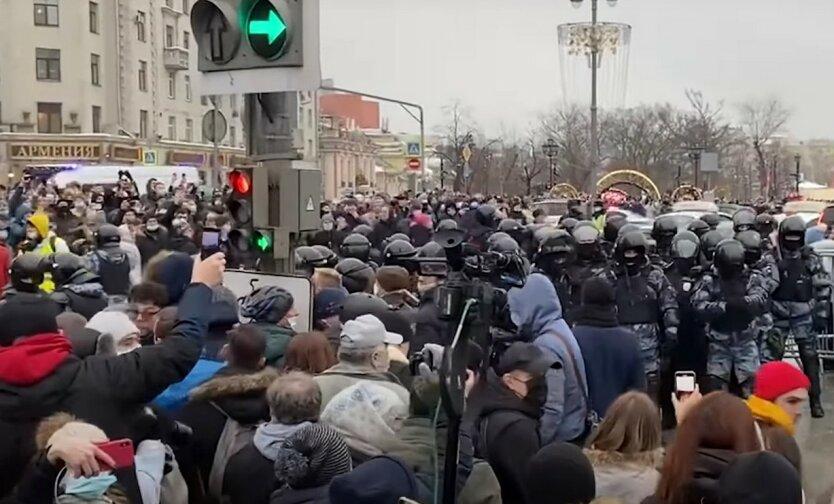 В России задержали почти 4 тысячи сторонников Навального