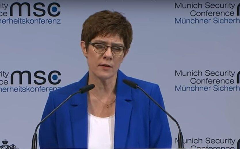 Аннегрет Крамп-Каренбауер