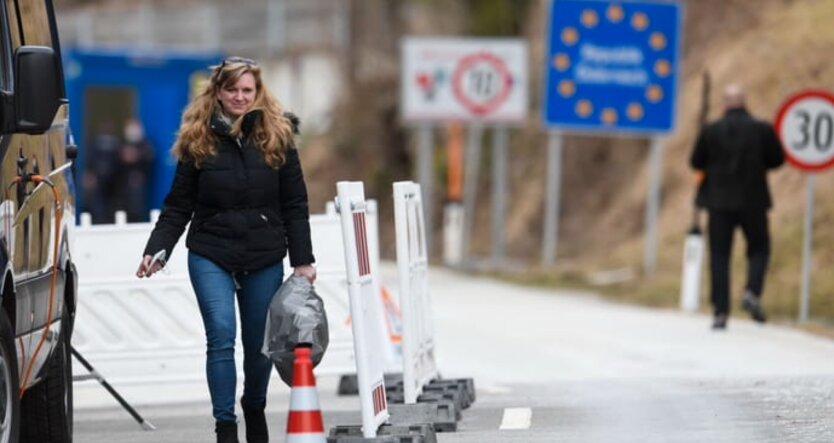 Экс-президент Эстонии предложил запретить россиянам въезд в страны Евросоюза