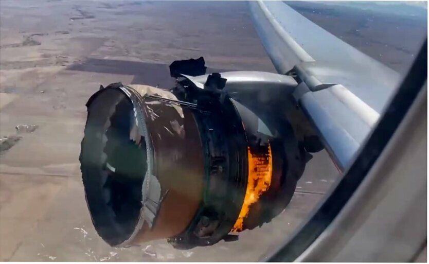Boeing 777-200, Двигатель самолета загорелся над Колорадо, United Airlines