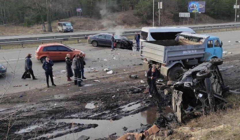 На окраине Киева произошла серьезная авария: фото