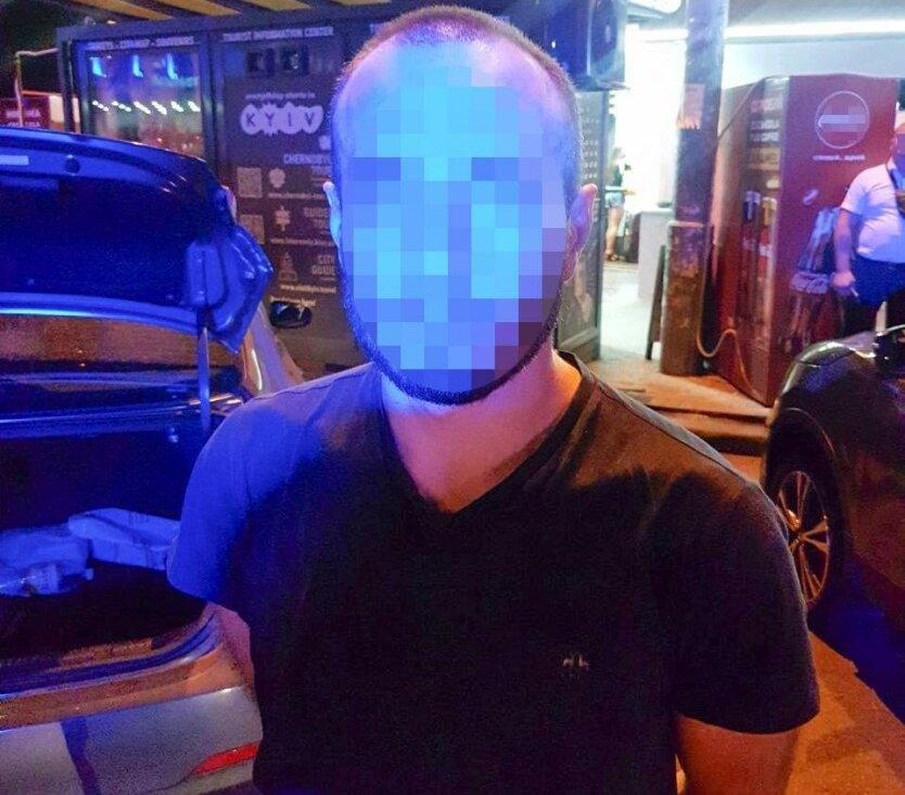 В Киеве водитель такси ударил ножом пассажира-американца из-за спора о политике