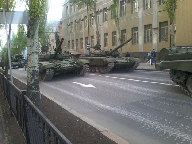 танки ДНР в Донецке