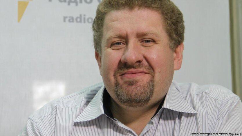 Политолог сказал, почему сейчас невозможна отставка Азарова