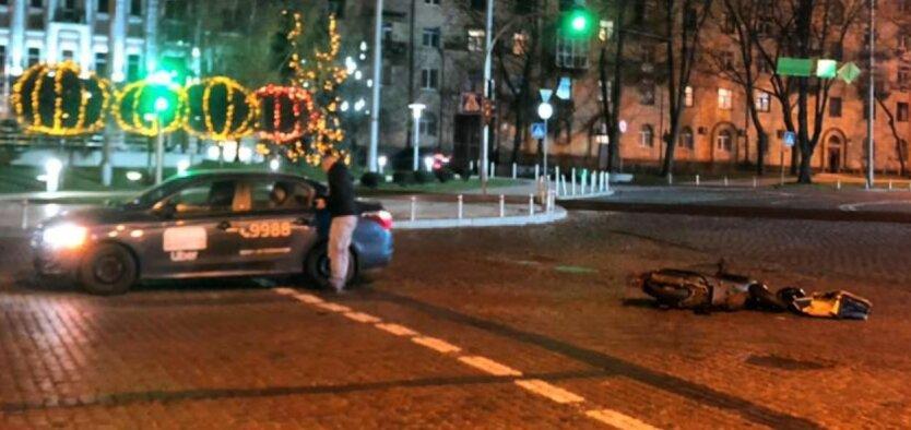 ДТП в Киеве, водитель такси uber сбил курьера Glovo