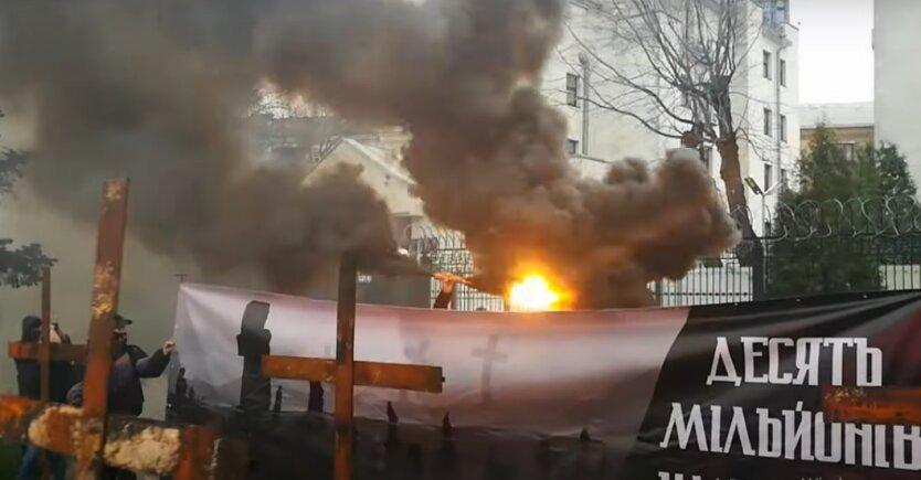 Акция Нацкорпуса под посольством России