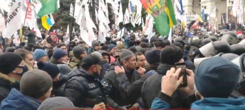 На Майдане начались столкновения ФОПов и полиции: видео