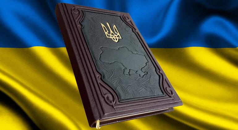 Не провалиться в ад бездержавности: кто напишет новую Конституцию Украины