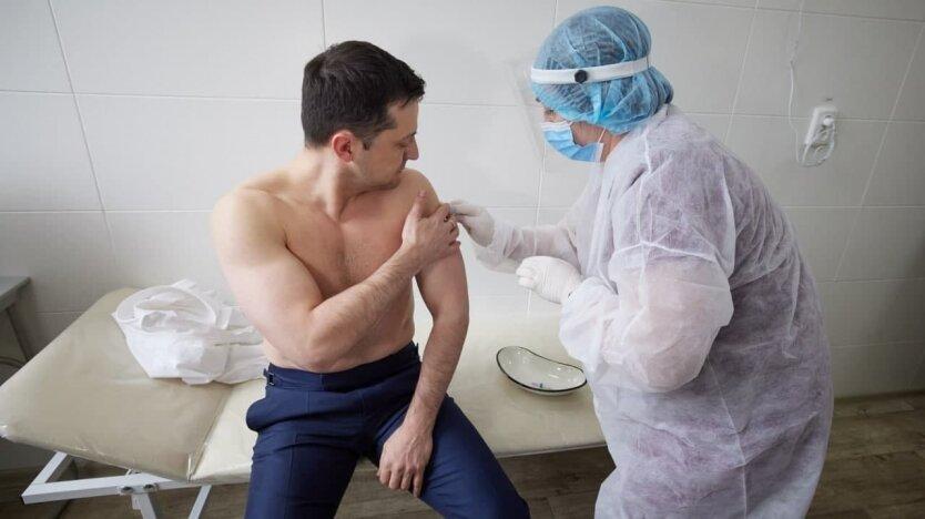 Зеленский вакцинировался от COVID-19: фото