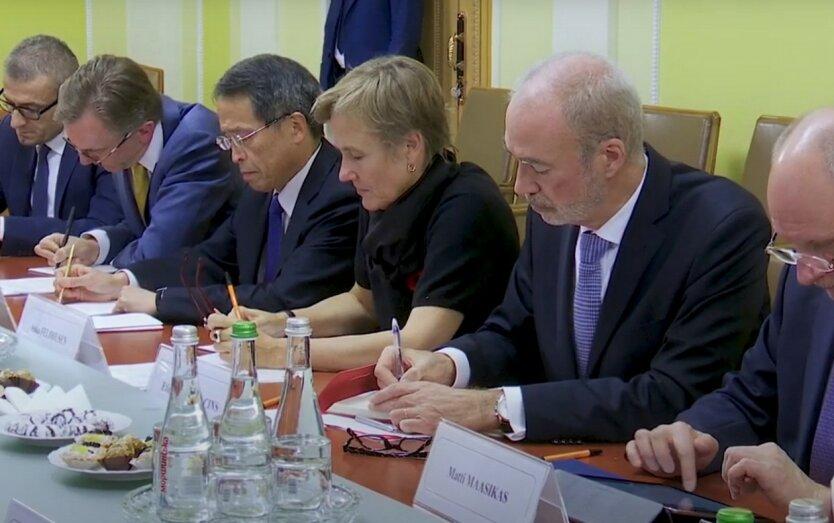 Послы G7 отреагировали на конституционный кризис в Украине