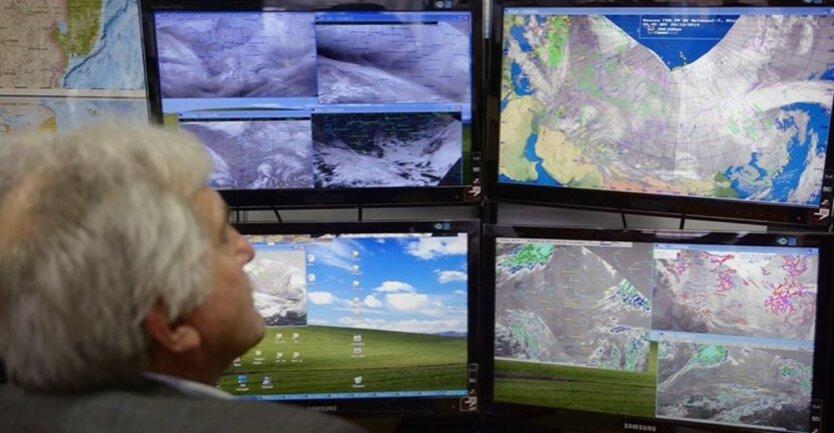 На Украину движется антициклон: где задержатся грозовые дожди