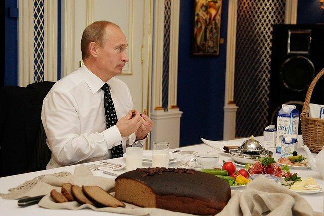 Путин за обедом