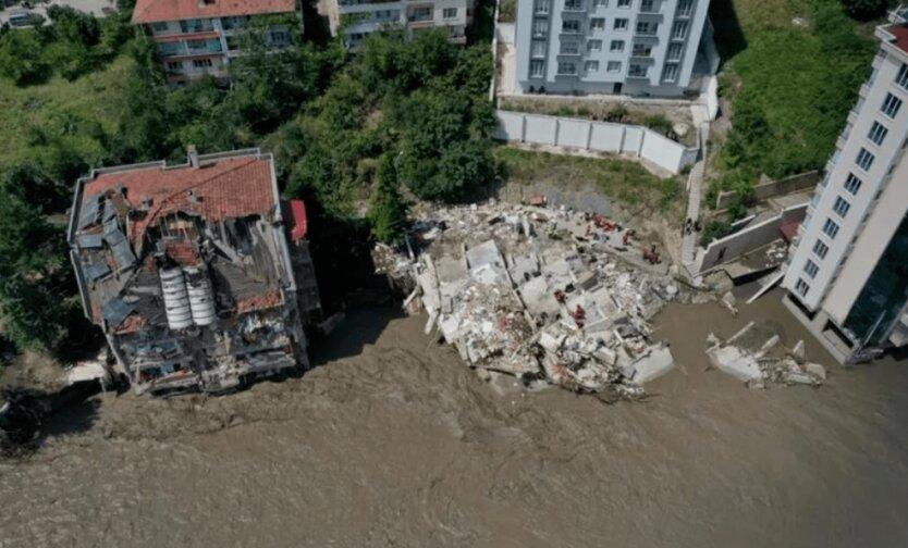 Зеленский обратился к Эрдогану из-за смертельного наводнения в Турции