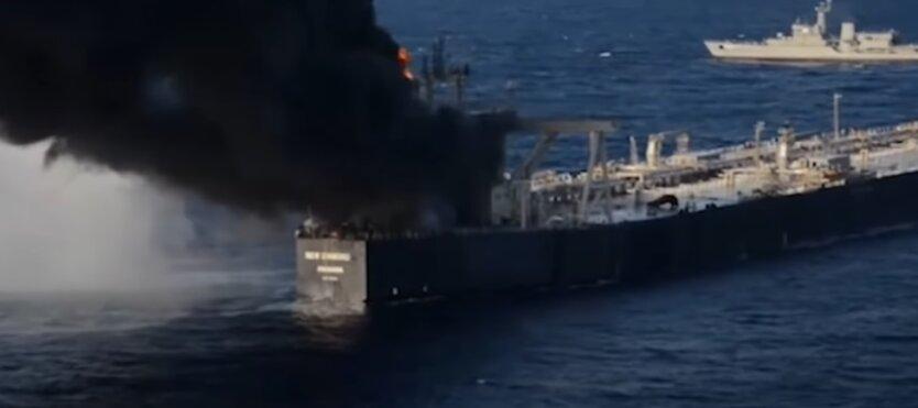 Пожар у побережья Шри-Ланки