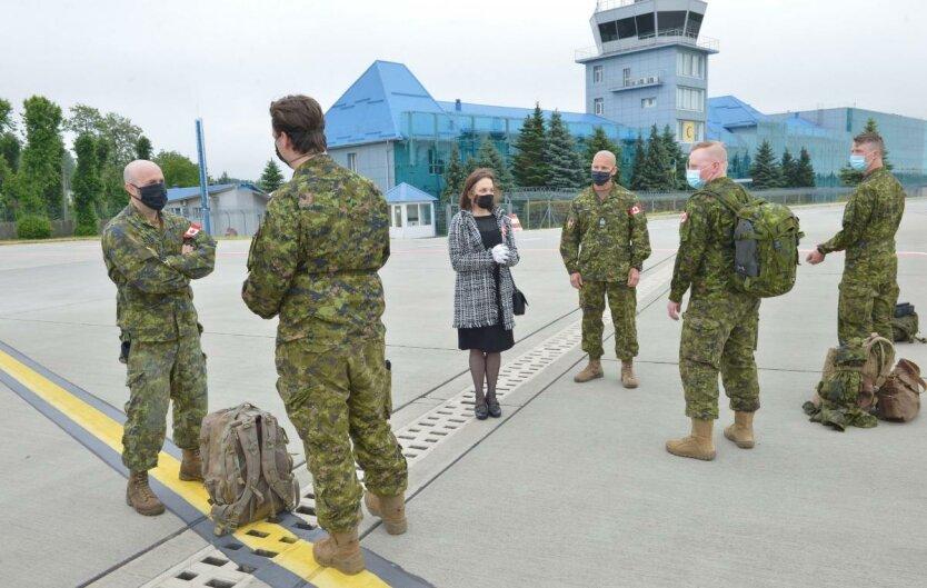 Канадские военные инструкторы