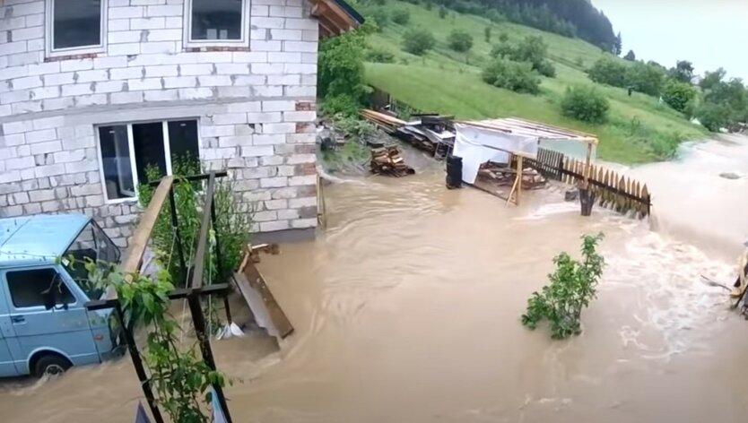 Эксперты назвали причины наводнения в Карпатах