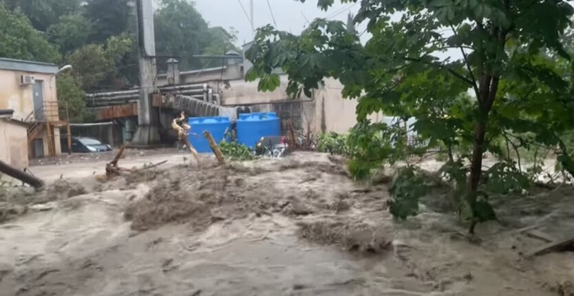 Ялта, наводнение после ливня