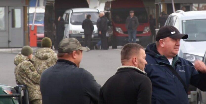 """КПП """"Тиса"""" заблокирован,украинские пограничники,пункт пропуска в Украину,контрабанда в Украине"""