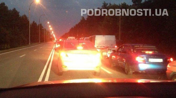 пробка при выезде из Киева в Кончу Заспу