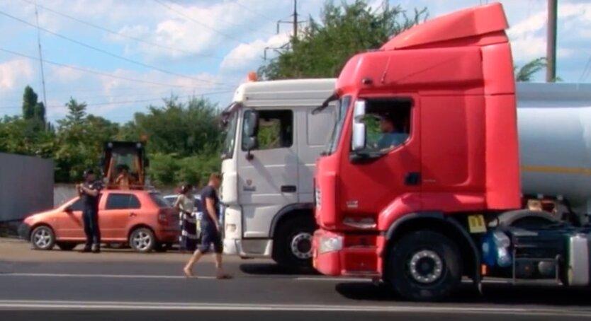 В Киеве запретили въезд грузовикам из-за адской жары