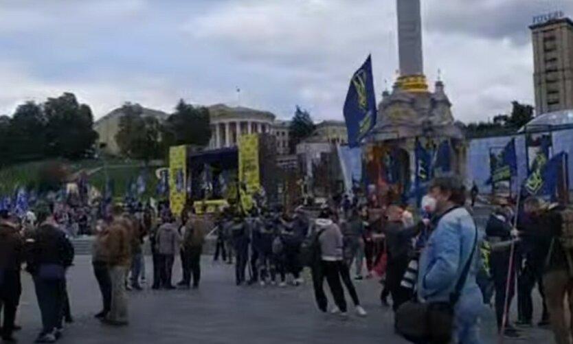 На Майдан стянули силовиков из-за акции в честь Зеленского