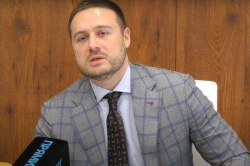 Владимир Слончак,КГГА,замглавы КГГА напал на полицейского,Виталий Кличко,Людмила Костенко